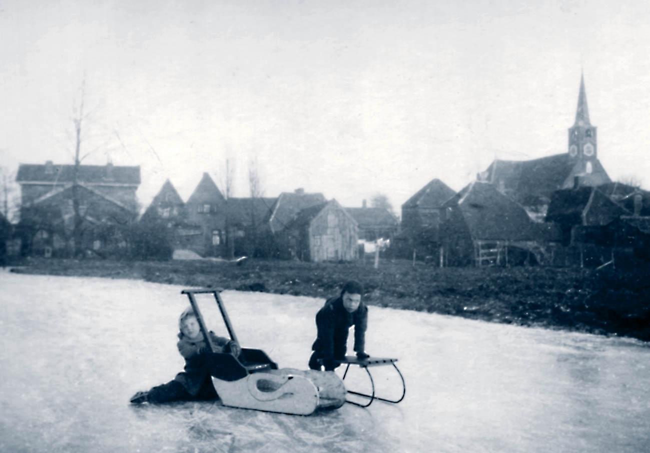 Nel en Henk Mooij in 1952 in het Oostzanerveld, Oostzaan (foto collectie H. Mooij)